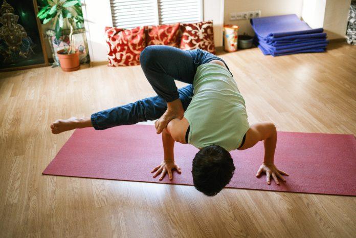 Oczywiste i mniej oczywiste kryteria wyboru maty do jogi