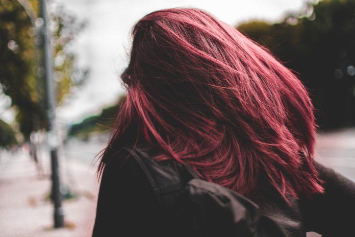Co musisz wiedzieć o keratynowym prostowaniu włosów