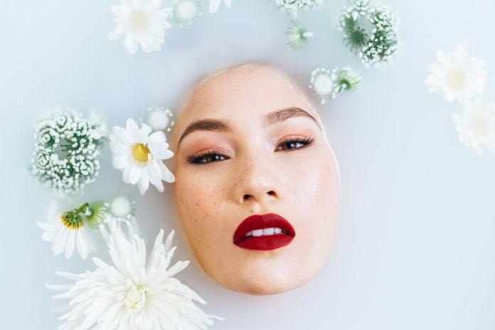 Na czym polega olejowa metoda oczyszczania twarzy