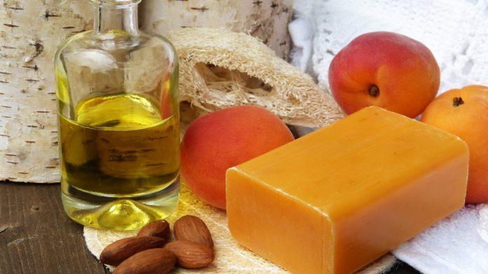 Jakich kosmetyków trzeba unikać latem?