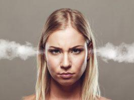 Jak poznać, że facetowi nie zależy? 16 ostrzegawczych zachowań