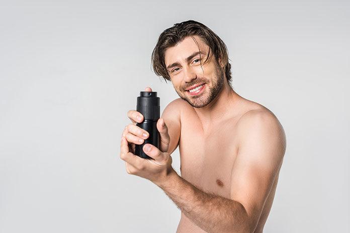 Perfumy zamiast antyperspirantu – czy można stosować je zamiennie?