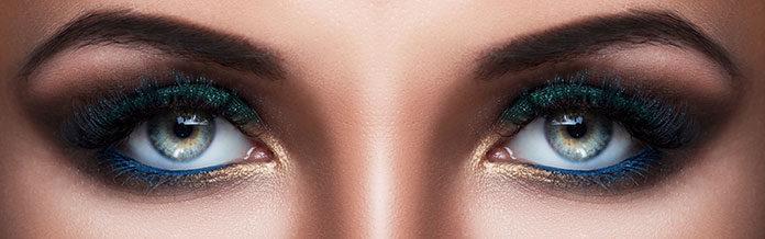 Wyrazisty makijaż oczy na imprezę – jak go wykonać?