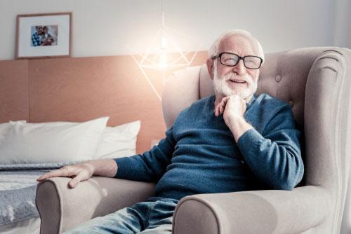 Jak wybrać geriatryczny fotel dla seniora
