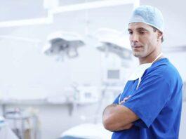 Pomocny chirurg