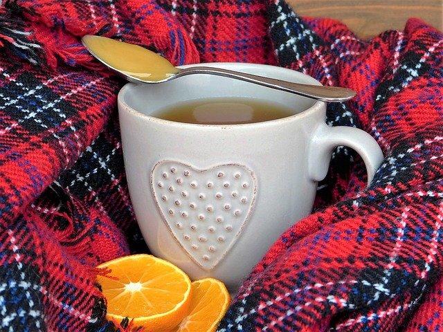 Herbata z miodem i imbirem pomoże w walce z grypą i przeziębieniem